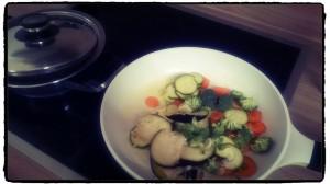 Mittagessen Quinoa mit Gemüse
