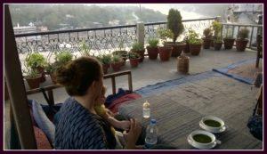 Mama und Hippo im Beatles Café