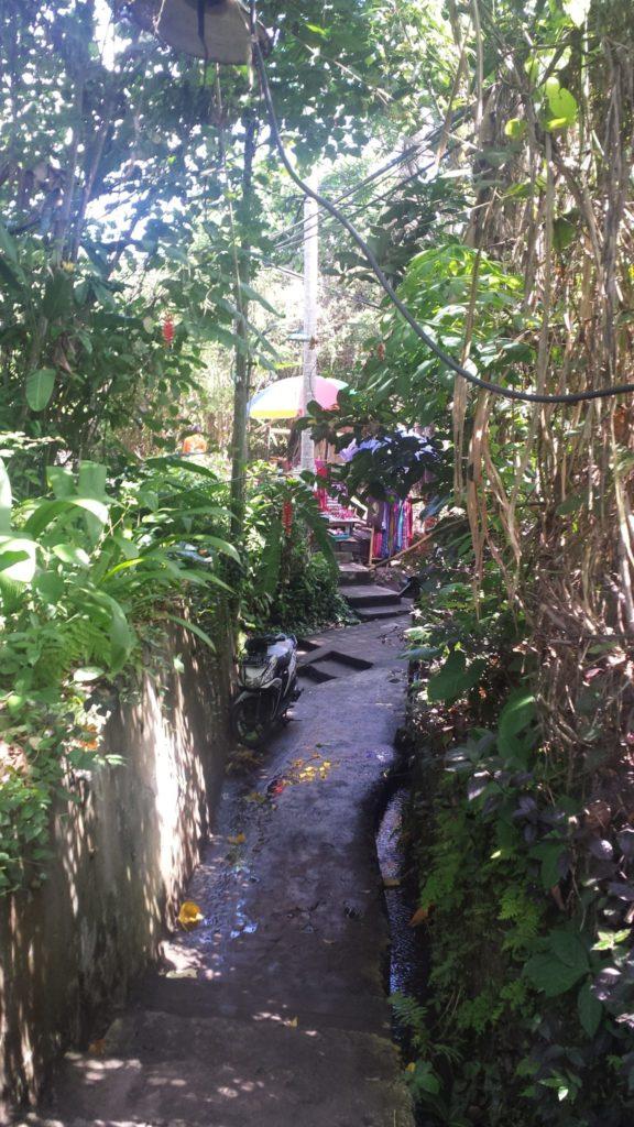 Weg zum Bintang Supermarkt auf Bali