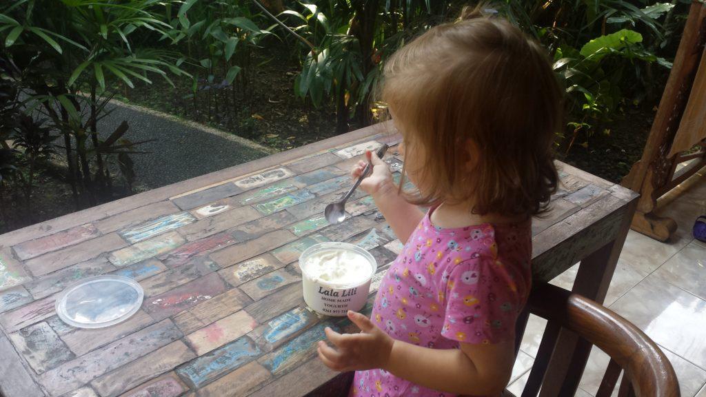 Joghurtverköstigung auf Bali