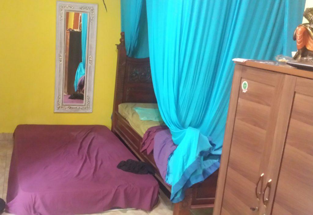 Zwei Matratzen, ein Bett auf Bali