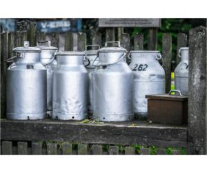 Milchkannen aus Metall