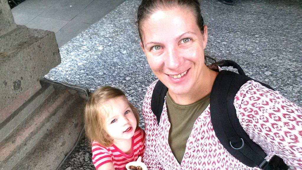 Mama und Hippo beim Shoppingausflug
