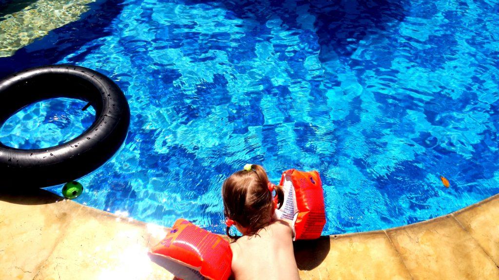 Hippo am Pool