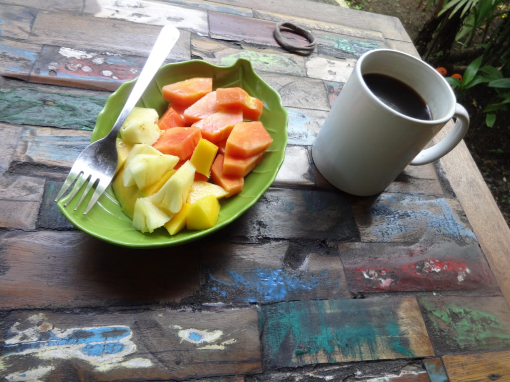 Obstsalat und Kaffee in Ubud