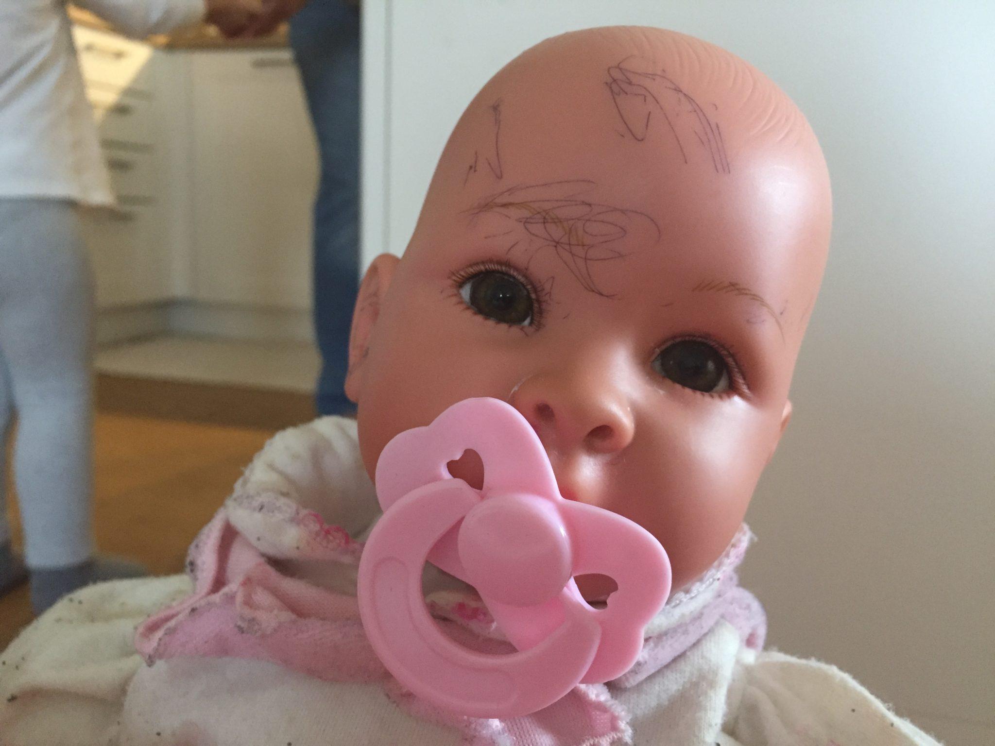 Puppe mit Bemalung