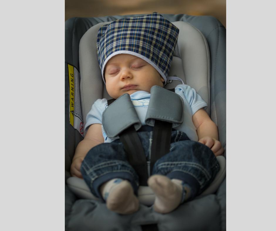 Schlafendes Baby im Maxi Cosi