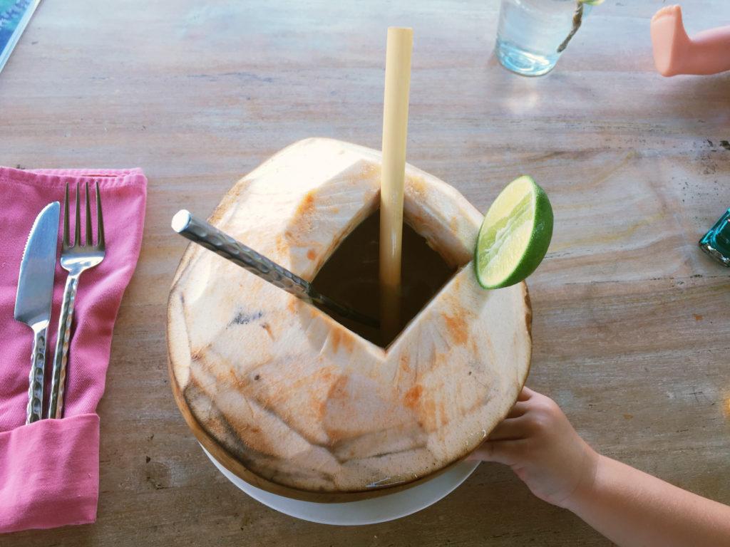 Meine erste Kokosnuss zum Frühstück