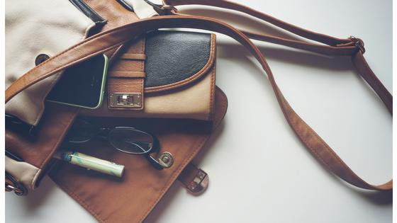 Kram in der Handtasche