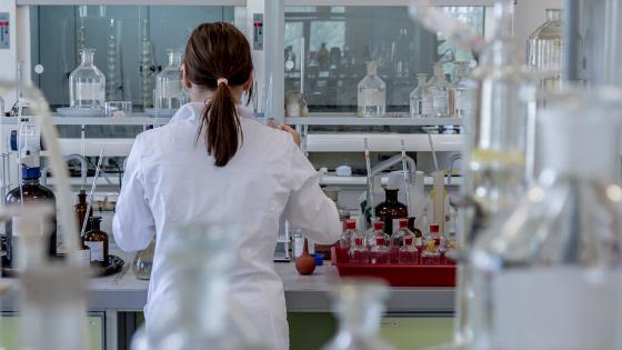 Forscherin, Labor, Herstellung, Citricidal GSE